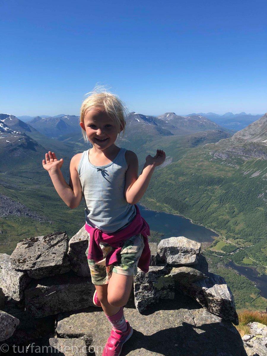5 år og på toppen av Innerdalstårnet!