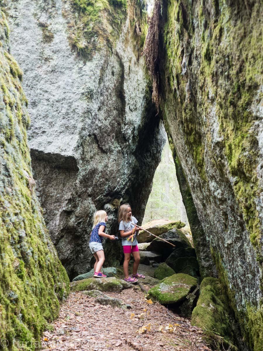 en av mange stener og huler i jätteberget