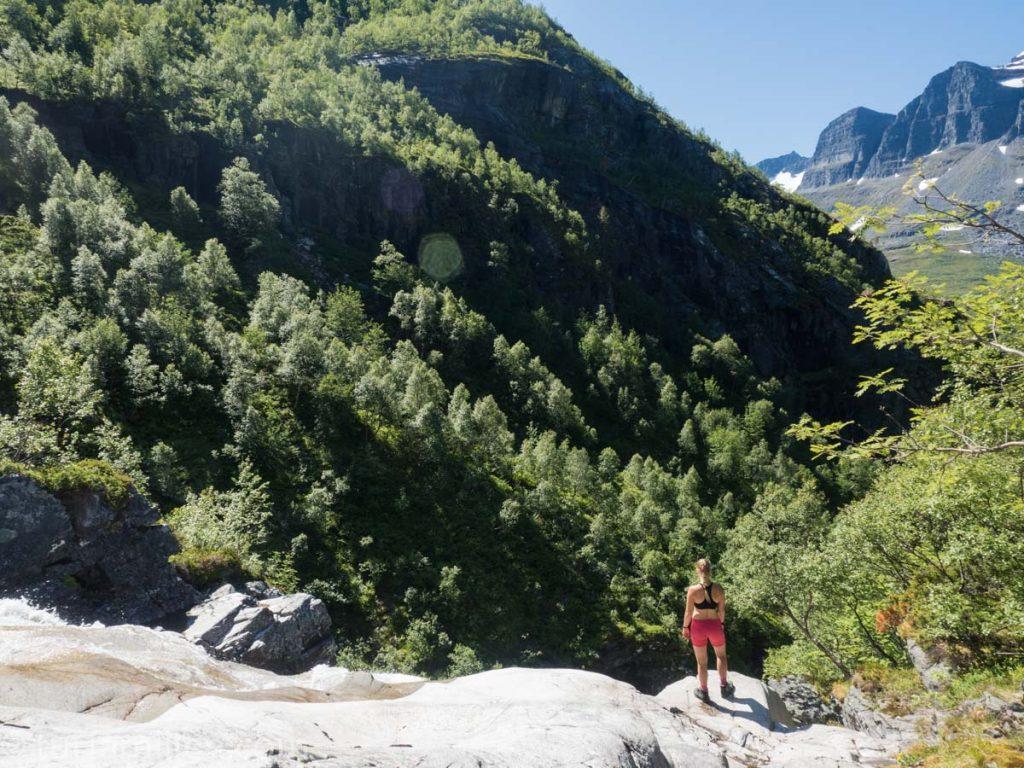 storslagen utsikt fra fossen like over innerdalen