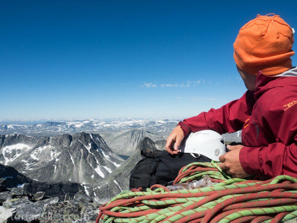godt å nyte utsikten fra en topp vi har klatret til