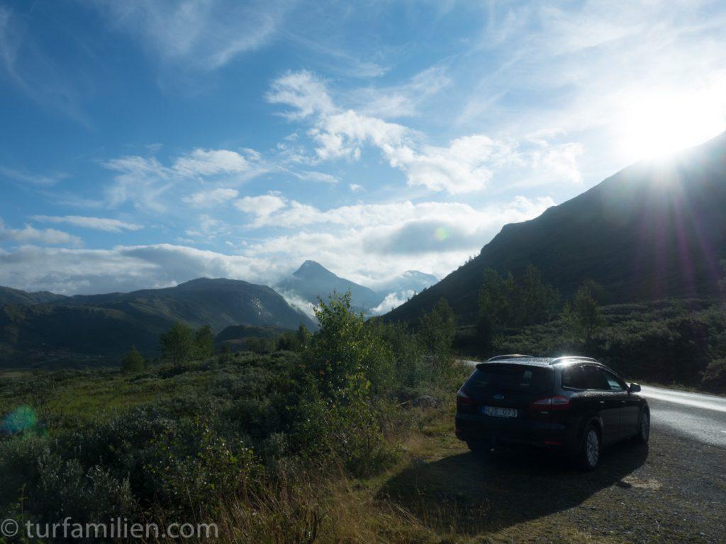 bil og soloppgang i hurrungane