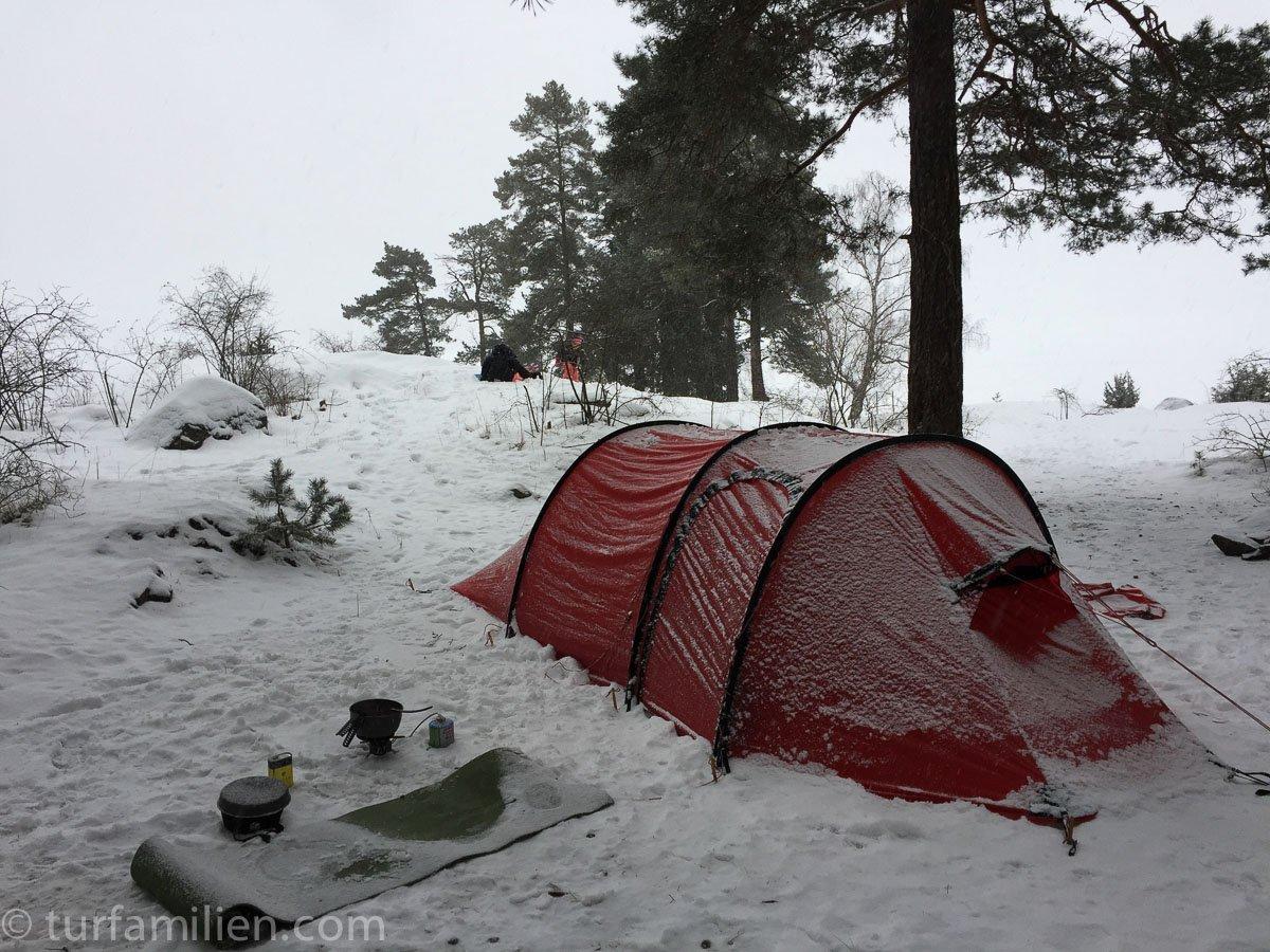 telt i snøen på vinteren på borøya