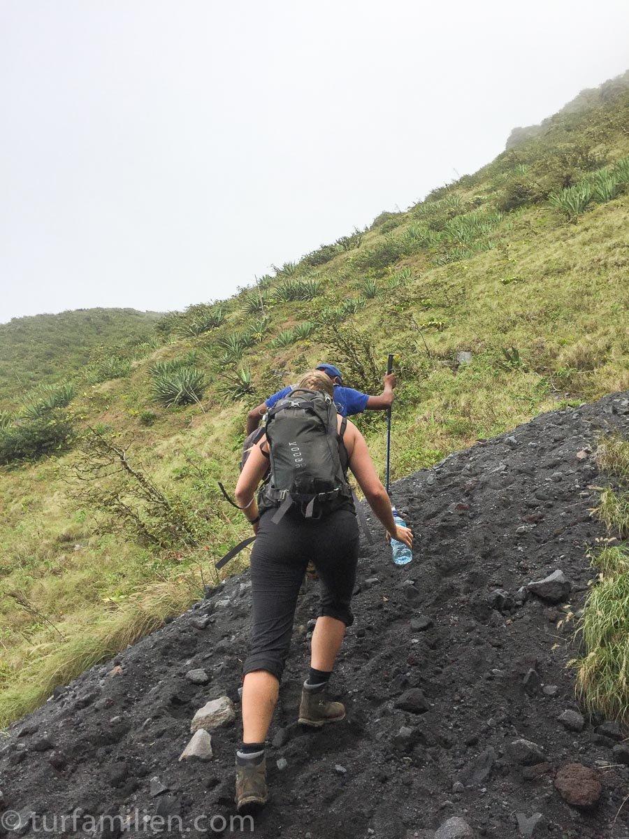 bratt opp til vulkan Concepción over lavastein