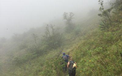 Med barn til den aktive vulkanen Concepcion i Nicaragua