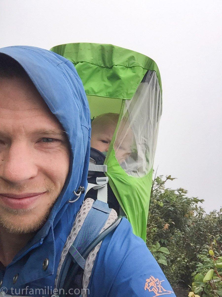 med barn på vulkan Concepción i Nicaragua