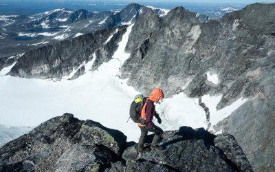 Luftig klatring over Snøhettatraversen