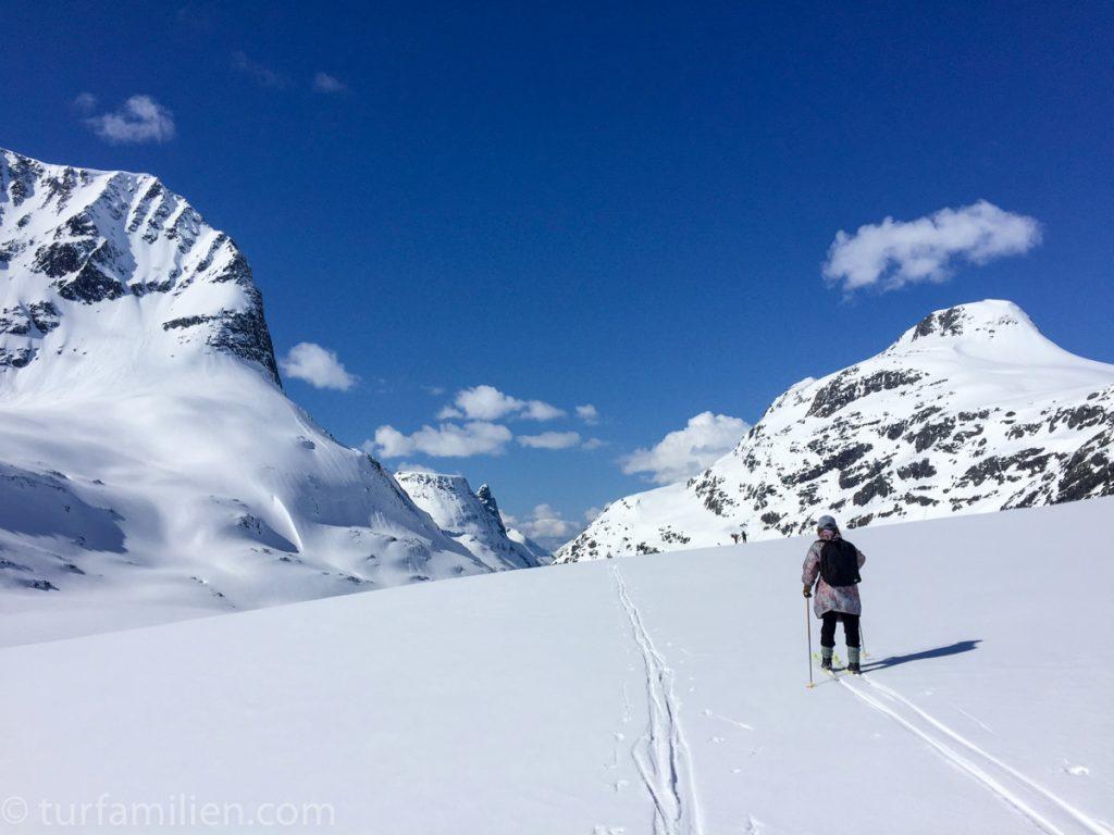 innerdalsporten på vinteren med ski