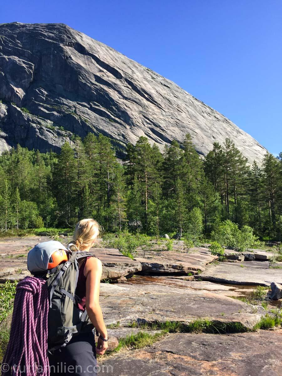 klatrer ser mot hægefjell og via lara