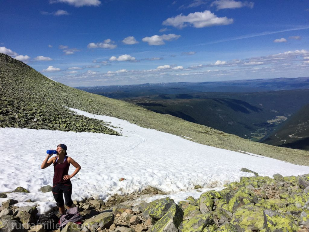 snø og stein på stien til gaustatoppen